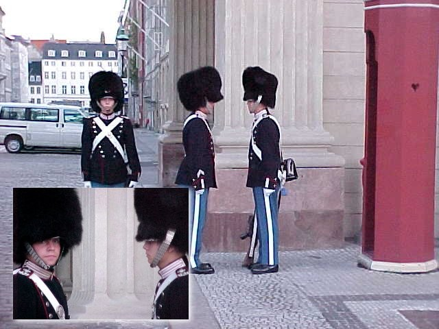 At the Royal Palace Square these guards are watching. I even tried to make the young lady at the right smile, but then here supervisor came around the corner with his helper or something. Than I had to run... ;-)