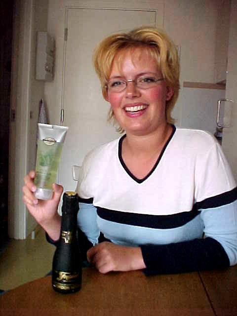 As The Gift from Mischa and Lisa she received a mini bottle of champagne and Aloe Shower Gel.