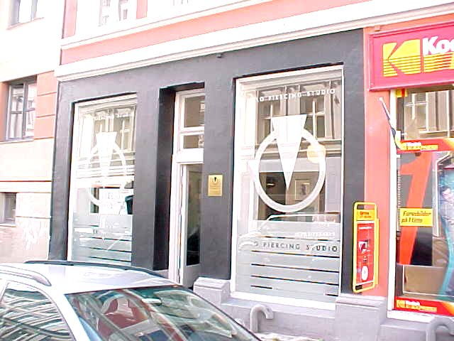 ... and that is where I had to be: the Oslo Piercing Studio #1, where I was invited by Kristina.