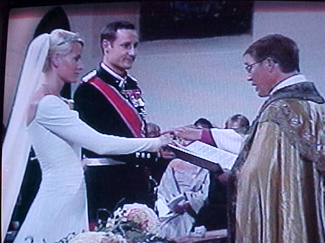 Mette-Marie and crown prince Haakon get married, as seen live in 12 countries.