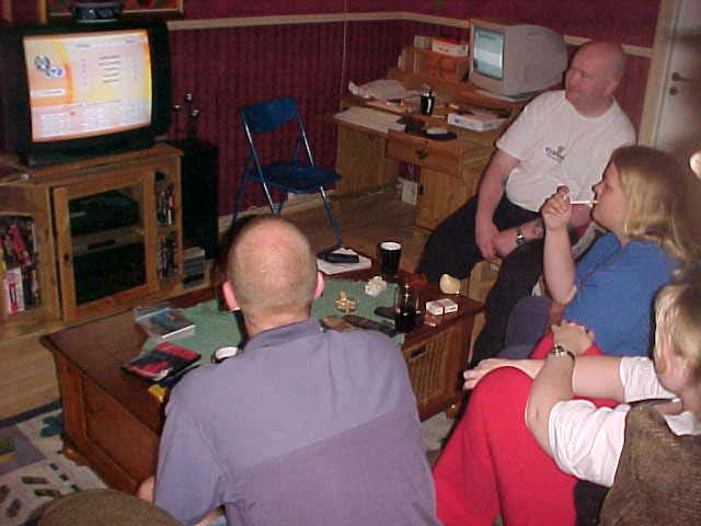 While I updated my site on their computer, the complete house was filled with friends watching European soccer leagues on television.