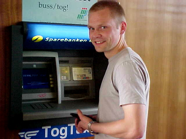 Before taking me to his house, Rune Enger had to get some cash from the machine. Great opportunity of course to make a picture.