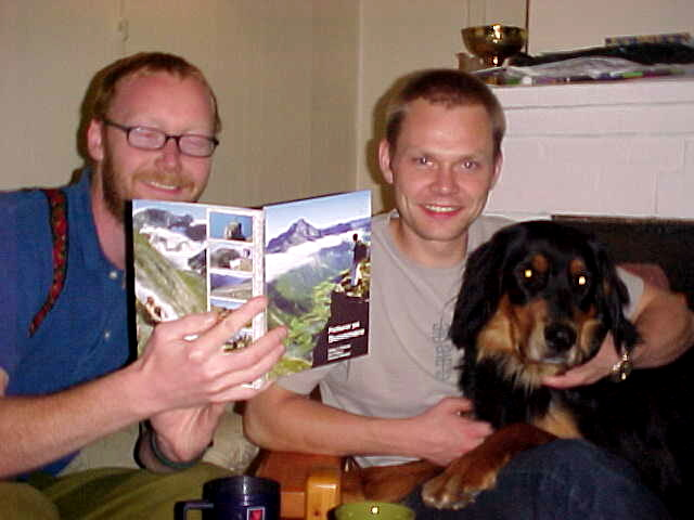 Vegar and Rune with the Letmestayforaday-gift from my previous host Remco Brink. A Norwegian tourist guide about a northern part of the Norwegian mountain range. Next to inspiring me with it, the book might attract them to visit the norths.