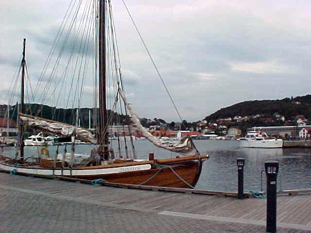 And also here the fjord comes in the country, giving the suburb of Stavanger this beautiful harbour.