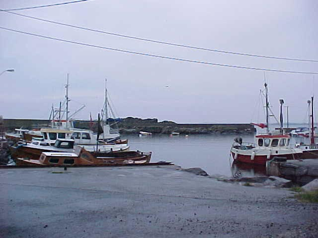 The little fishing harbour in S�le, very quiet place.