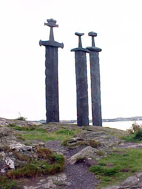 And on the way there we passed the famous Three Swords at Hafrsfjord, the inlet of the North Sea. Viking Harold I won (in 872) a decisive victory there that made him king of all Norway.
