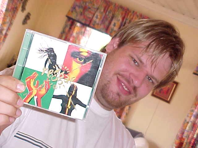 This morning, just before my departure, Geert Jan received his Letmestayforaday-gift from John Are and Monica in Sandness: a favorite reggea CD compilation by John Are!