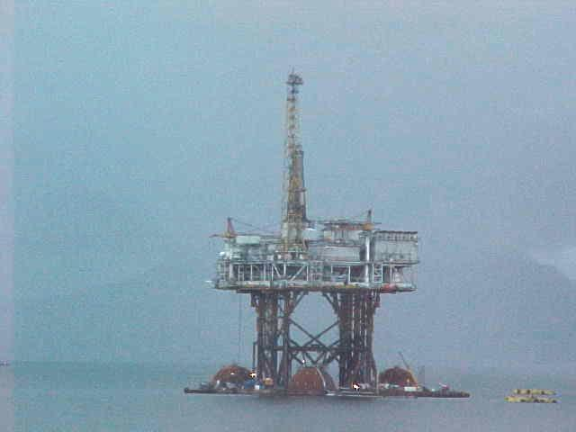 With just beside the route this oil platform in the sea.